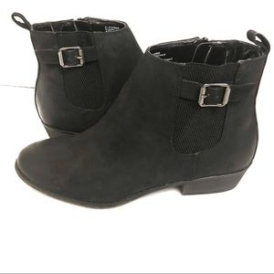 White Mountain Black Faux Leather Booties 10 NWOT